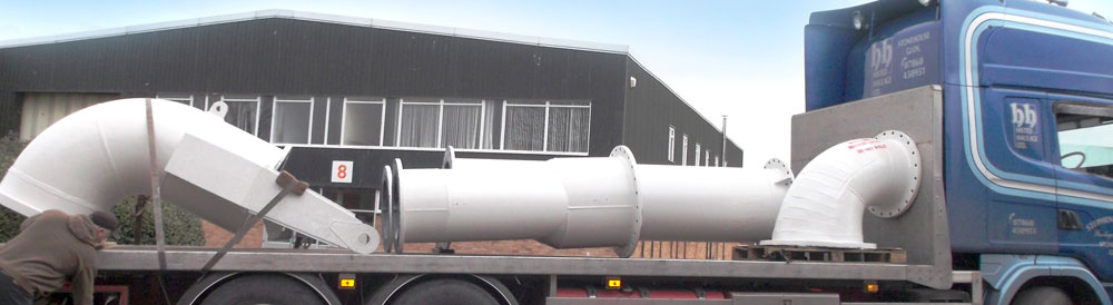Loading large rubber lined dredger pipes for the aggregates industry